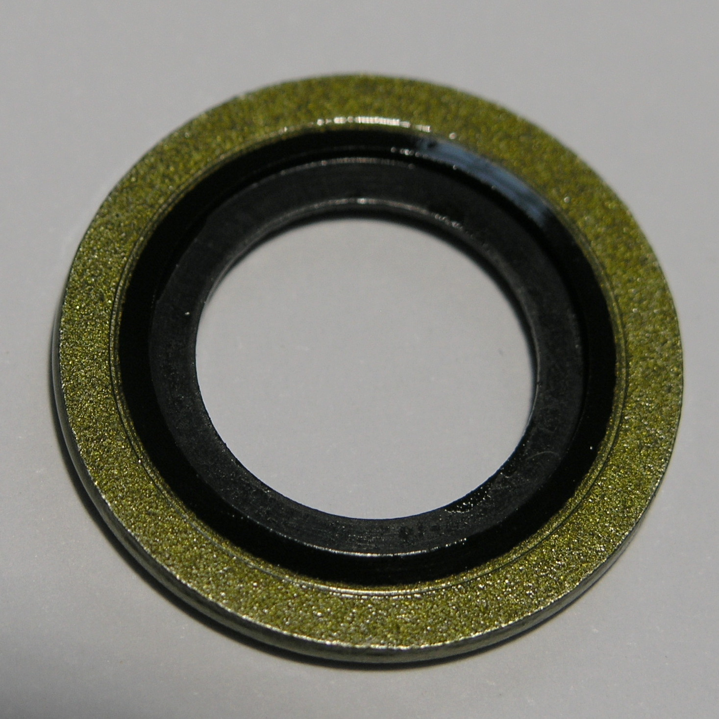 bonded-seal-with-thread-retainer-bac16.7-x-24.2-x-2-sump-plug-washer.jpg
